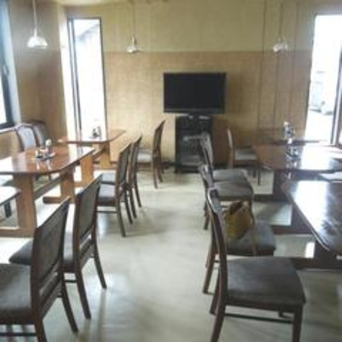 【レストラン】窓からの光が気持ちいレストラン
