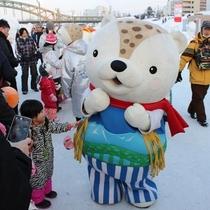 【旭川冬祭り】ご当地キャラのあさっぴーも♪