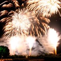 【旭川夏祭り】クライマックスの花火は圧巻のスケール!