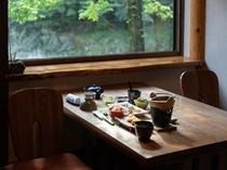 朝食は個室で