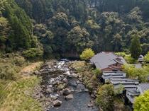 渓流沿いに面した1軒宿
