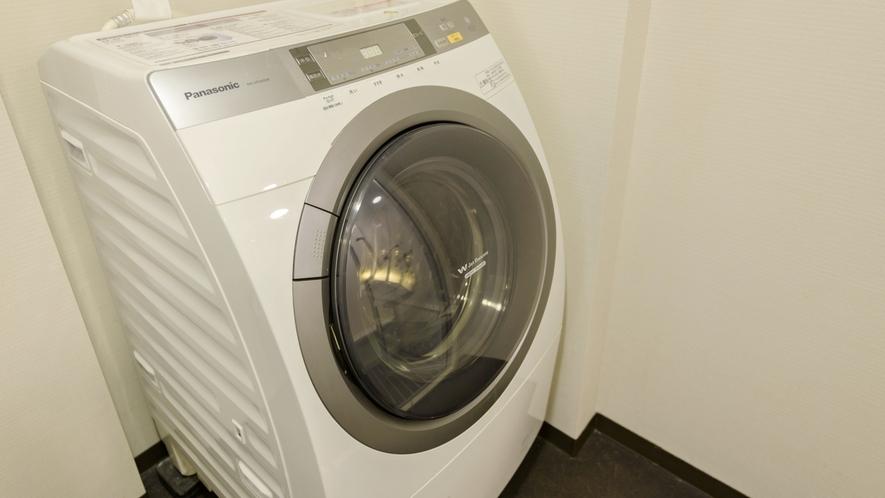【洗濯乾燥機】全室完備で少ない荷物でのご宿泊が可能です。