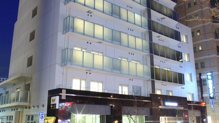 【ホテル外観】都営大江戸線「西新宿五丁目」駅A1出口より徒歩3分の好立地