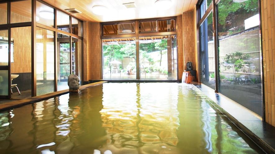 落ち着く雰囲気の大浴場