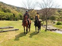 2人で乗馬