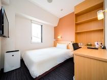 シングルルーム 棚付きのお部屋もあり、長期滞在もおススメです♪