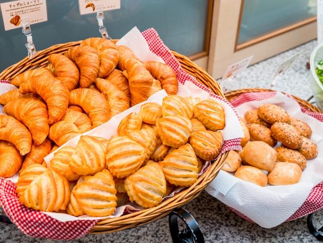 焼き立てパン 毎朝、焼き立てパンをご用意しております♪