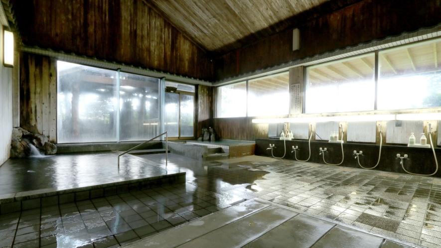 【内湯・男】湯量が自慢の弱アルカリ性単純温泉。美肌の湯です♪