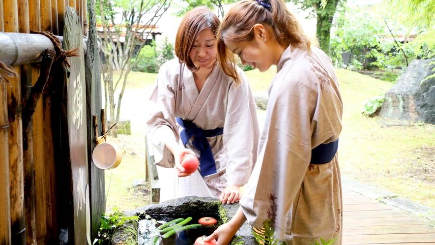 湧水で夏野菜をキンキンに♪