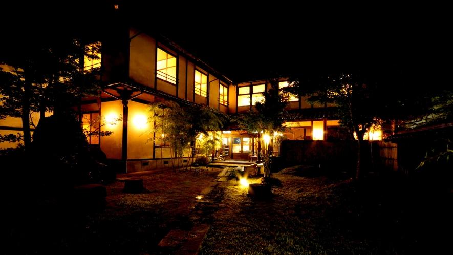 夜はライトアップされ、とてもきれいです。