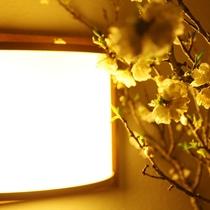 館内 桜と灯り