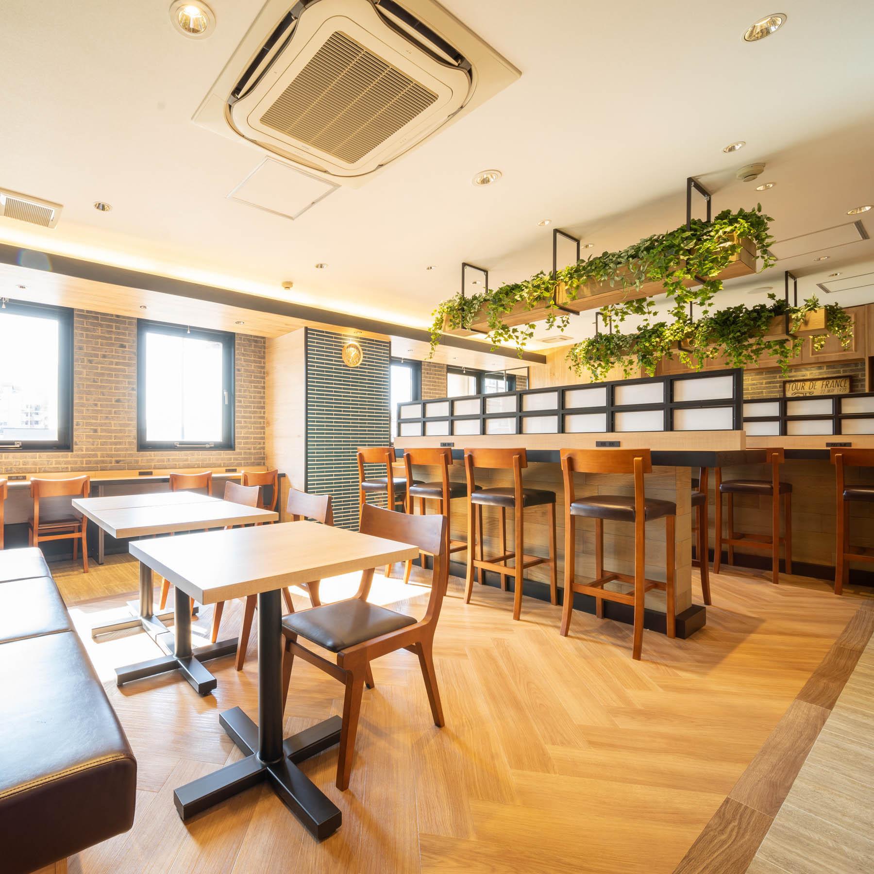 朝食会場もフルリニューアル♪天然素材や木目調のデザインでおしゃれ♪
