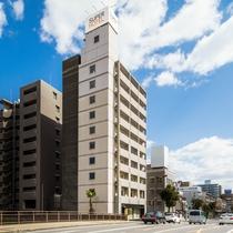 南海堺駅から川沿いにお越しくださいませ♪