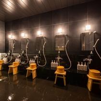 男女別天然温泉「花乃井の湯」洗い場です♪