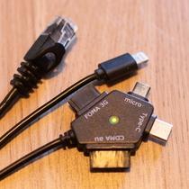 お部屋にIPHONE/MICRO USB等の充電設備と有線LANケーブルもご準備(もちろんWIFIも