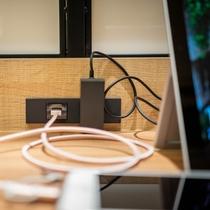 朝食会場には電源コンセントだけでなくUSBコンセントも設置致しております♪