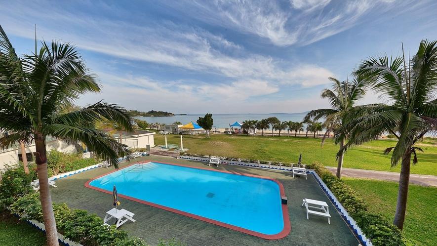 屋外プール/ご宿泊者専用の屋外プールで沖縄の風を感じながらひと泳ぎ♪