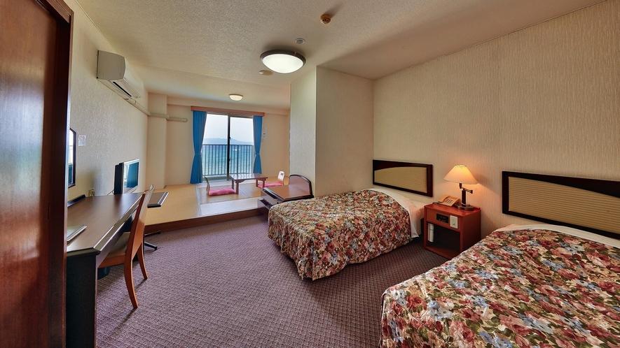 客室一例/夜はベッドで安眠の夜を。畳のお部屋で波の音をBGMに寛ぎのひと時。