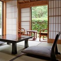 【離れ客室】荻ノ川沿いに建つ離れのお部屋。周りの音を気にする事もなく、のんびりとお寛ぎいただけます