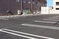 無料平面駐車場(80台)