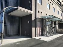 【バイク用駐輪場】ホテル西側