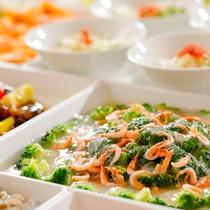 【夕食ブッフェ】シェフの技が煌くライブキッチンと、旬の味覚を楽しむブッフェスタイル