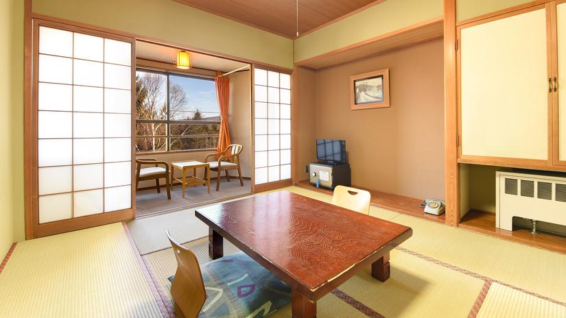 *湖側和室8畳<バストイレ付>/和室でのんびりとお寛ぎください。