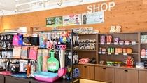 *売店/お土産やスキーグッズ、子ども用のソリなどを販売しております。