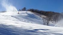 *スノーマシンでゲレンデに雪を作っている様子(2)