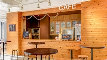 *カフェ/同じ階にはチケット売り場やレンタルショップもございます。