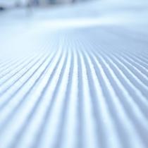 圧雪整備されたばかりのゲレンデ