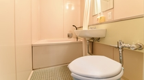 *湖側和室8畳<バストイレ付>/ユニットバスで疲れをリフレッシュ。