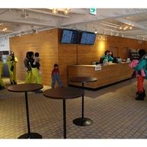 リニューアルされたホテル2F総合案内センターのチケット売り場付近の様子