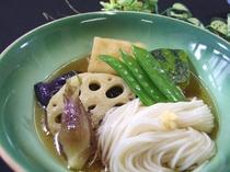 揚げだし豆腐とお野菜の煮物例