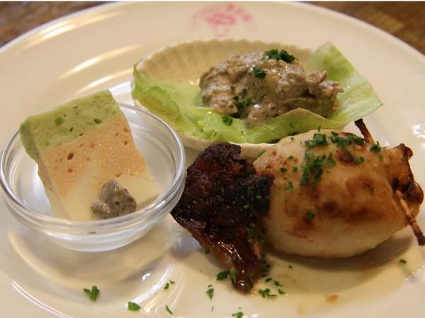 フルコースディナーの魚介類の料理の一部