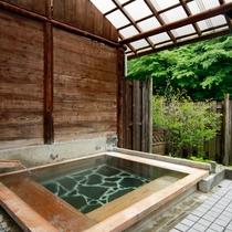 開放感溢れる露天風呂♪自然を眺めながらゆったりと心まで温まります。