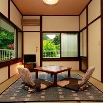 2間続きの和室です。窓も大きく開放的な空間です♪