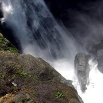 当館よりハイキングコース徒歩30分、安倍の大滝