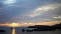 *【周辺】日本海に暮れゆく美しい夕日を楽しめるのも当館ならでは!