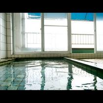 日本海を見渡せる大浴場