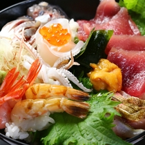 【海鮮丼】越前のおいしいものを、丼の上にギュッと集めました^^