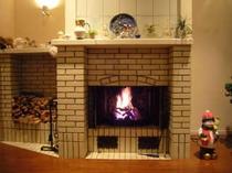 暖炉のあたたかな灯火。ゴウゴウ♪