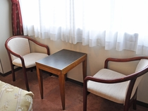 【客室:和洋室】テーブル