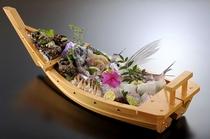 新鮮な魚貝が盛りだくさん
