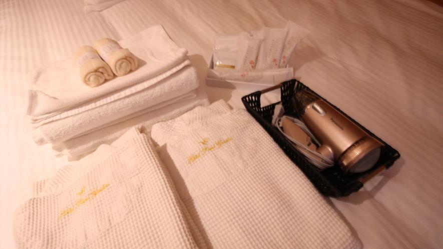 お部屋では歯ブラシ、シャンプー、リンス、石鹸、髭剃りなど、アメニティをご用意しております