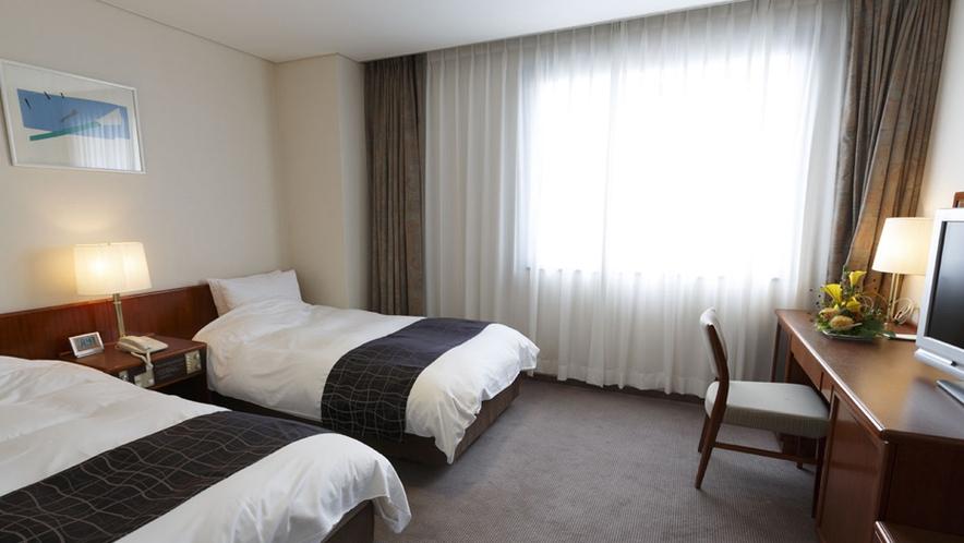 本館:ツイン・ご夫婦やお友達同士におすすめのゆったりとしたツインルームのお部屋。