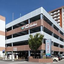 【立体駐車場】125台収容可能の駐車場。宿泊の方は無料です。