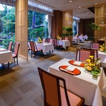 庭園を見ながらお楽しみ頂けるレストラン