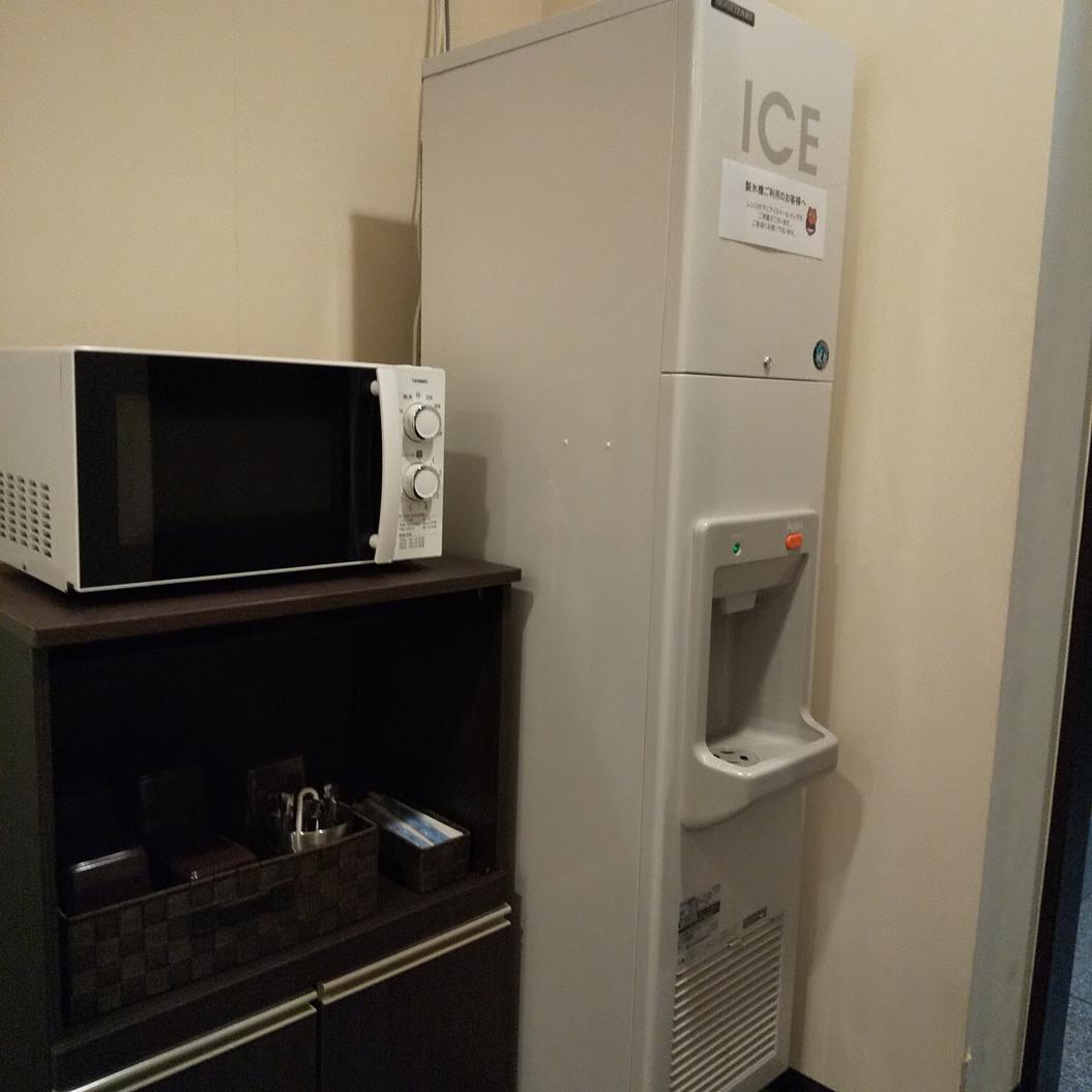 電子レンジ・製氷機も館内1Fにご用意しています。