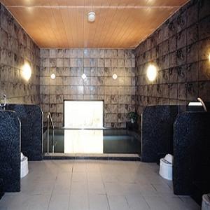 男性大浴場は広々としており、おくつろぎ頂けます。